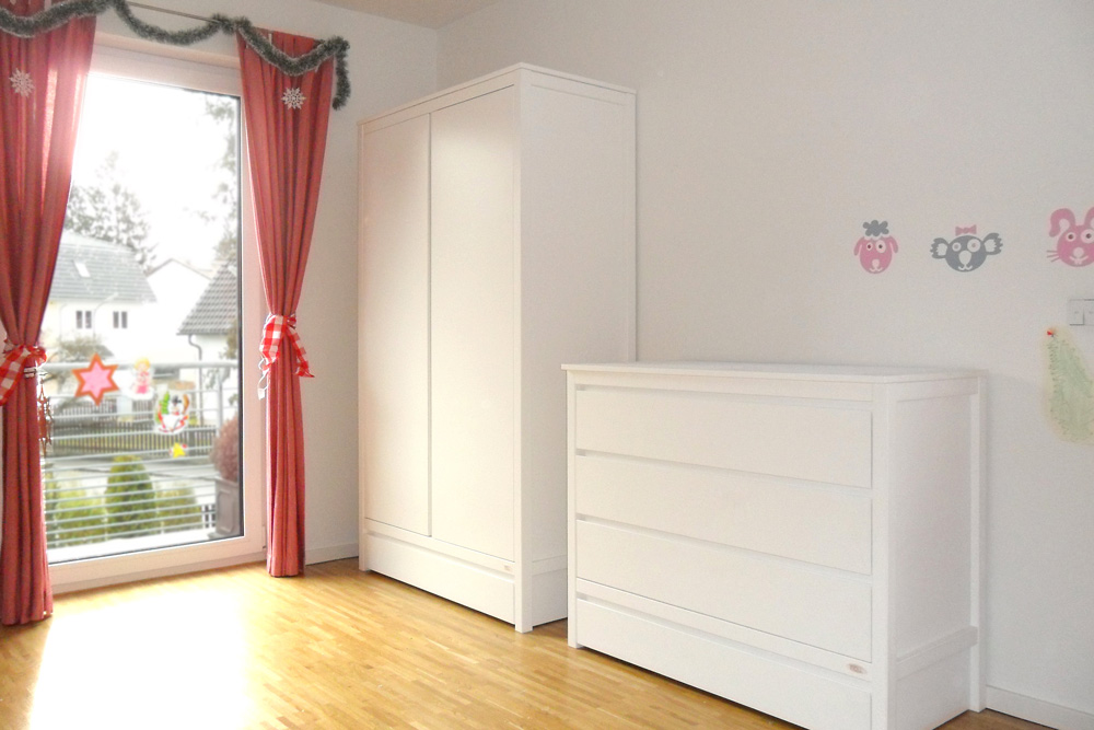 schrank kinto wei lackiert kinderm bel m nchen salto kinderzimmer schrank kinto wei lackiert. Black Bedroom Furniture Sets. Home Design Ideas