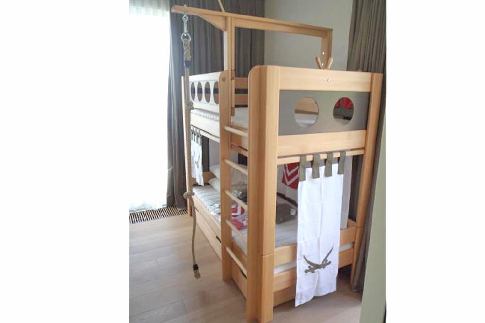 hochbett pirat deluxe etagenbett kinderm bel m nchen salto kinderbett massivholz piratenbett. Black Bedroom Furniture Sets. Home Design Ideas