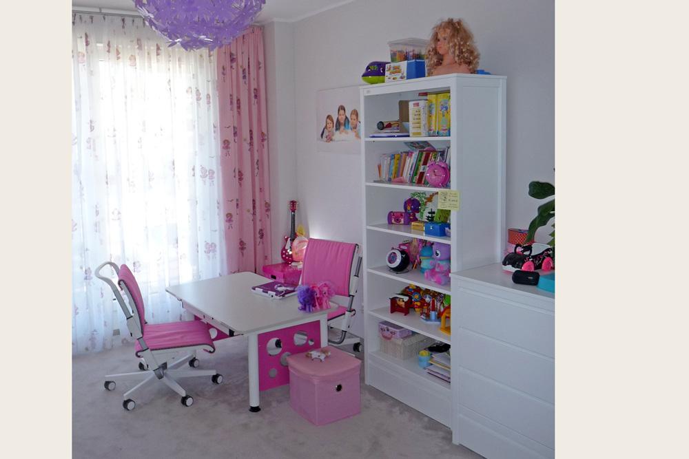 hohes regal kinto kinderm bel m nchen salto wei lackiertes regal f r das kinderzimmer. Black Bedroom Furniture Sets. Home Design Ideas
