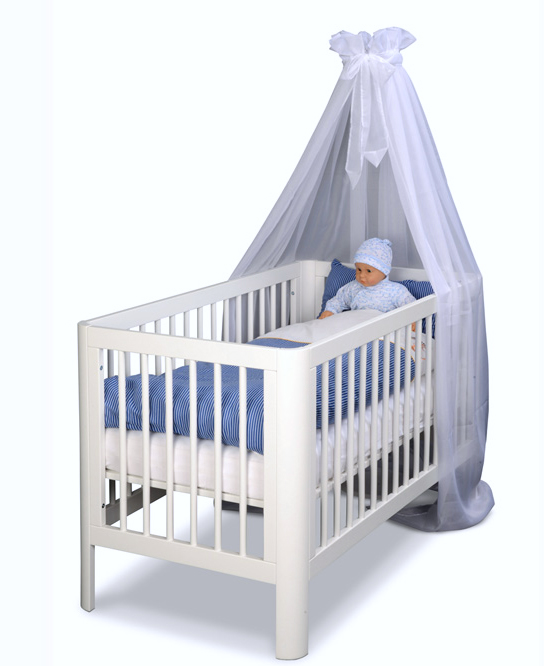 babybett rondo kinderm bel m nchen salto babybett aus massivholz deckend wei lackiert. Black Bedroom Furniture Sets. Home Design Ideas